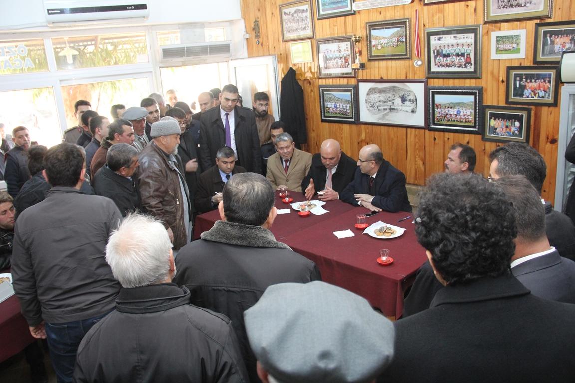 Vali Demirtaş, Karaisalı'da Vatandaşları Dinledi
